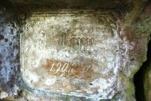 Graveeritud keldri peaukse kohal.